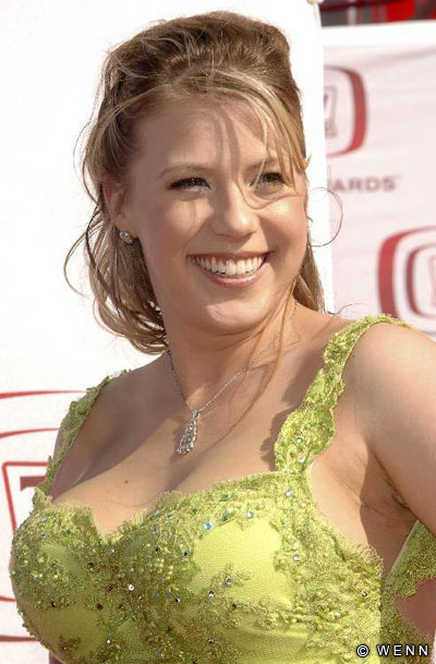Jodie Sweetin Hot Pics on Green Spiral Book
