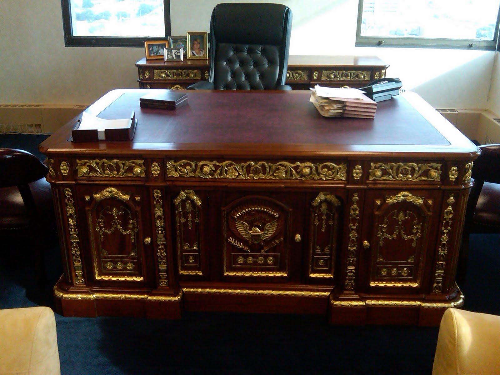 Replica Of Resolute Desk At Borsberry Law