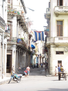 La bandiera cubana esposta nelle vie de l'Avana