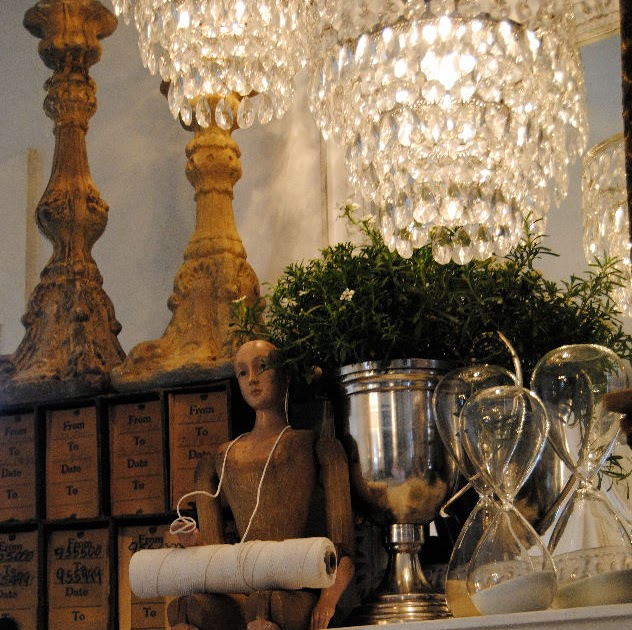LaurieAnna's Vintage Home: A Mantel Makeover At 5th