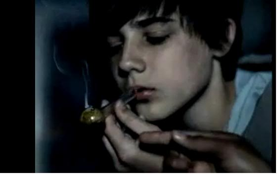 Kristen Stewart Smoking Bong