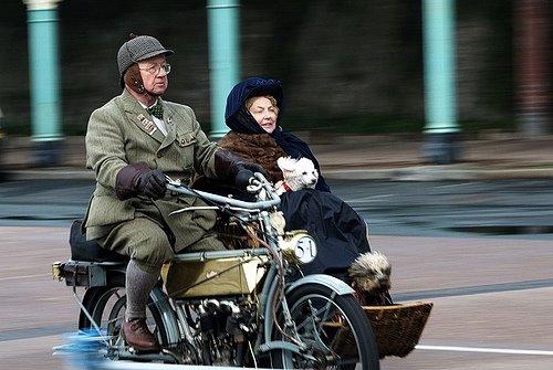 Moto com 2 pessoas