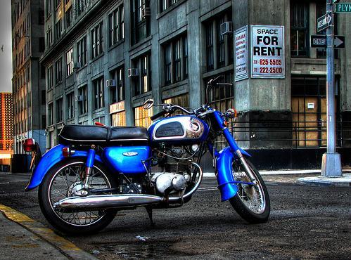 Moto azul antiga