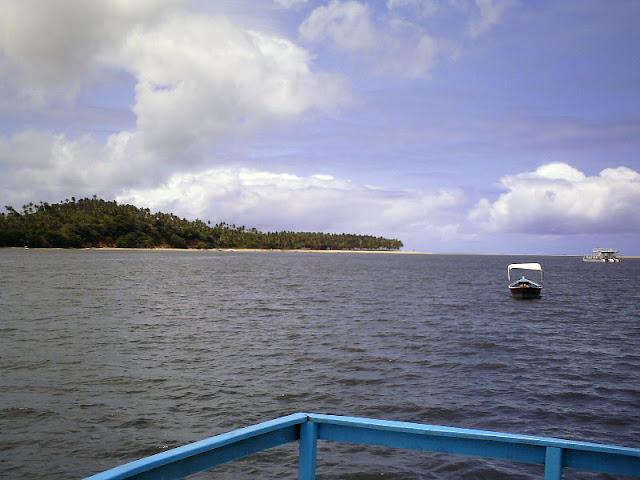 Catamarã no rio