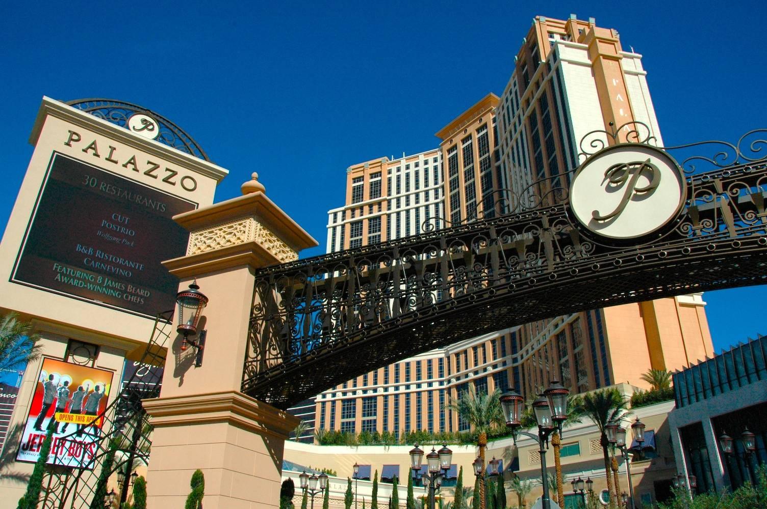 palazzo casino host