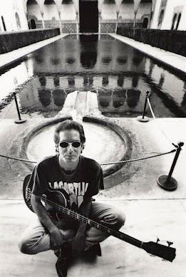 Antonio Arias y su bajo Gibson en la Alhambra
