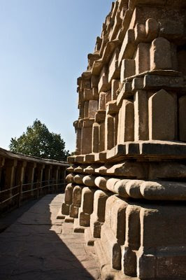 Posted by Vibha Malhotra: Chausath Yogini Temple - Jabalpur : Behind the Lord Shiva Temple