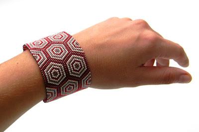peyote bracelet beadwork biyuki delica beads beaded cuff