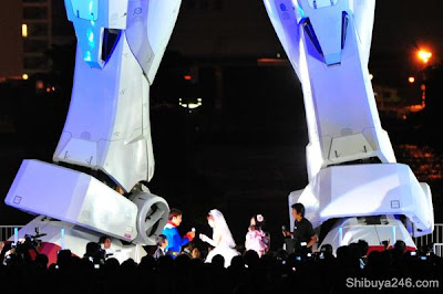 giant wedding   giant robot! - Flair Boston   Wedding