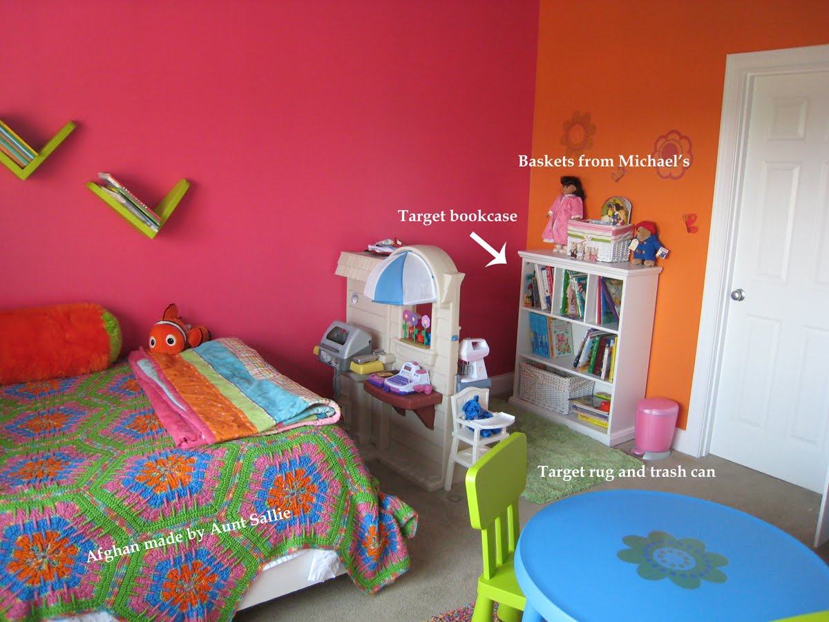 Margy 39 s musings bight colored rooms and walls - Toddler bedroom ideas for small rooms ...