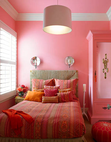 same colour on walls and ceiling bedroom