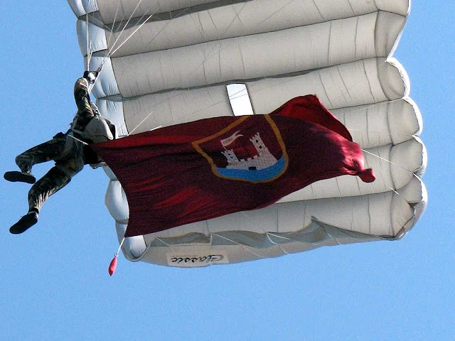 Parachute and standard of Livorno
