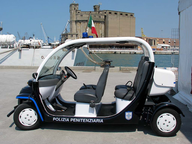 "vehicle of the ""Penitentiary Police vehicle, port of Livorno"