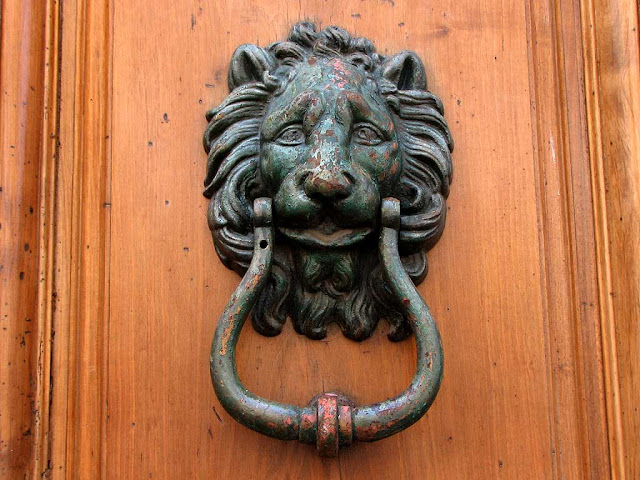 Lionhead door knockers, Livorno