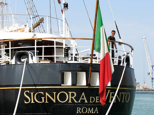Signora del Vento training ship