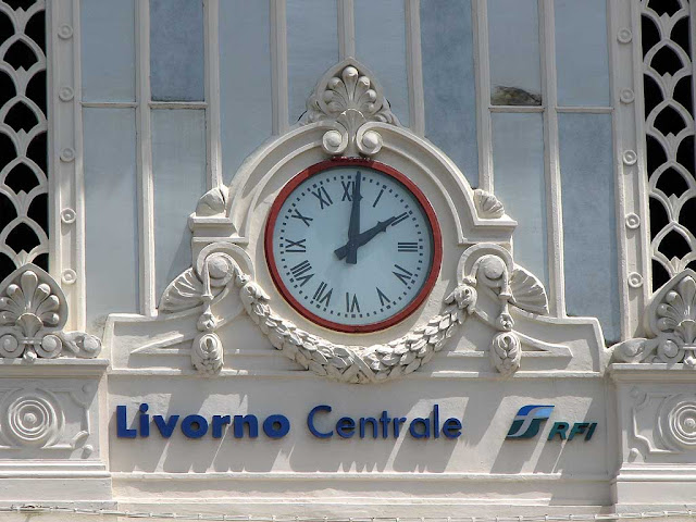 Clock of Livorno Centrale railway station, Livorno