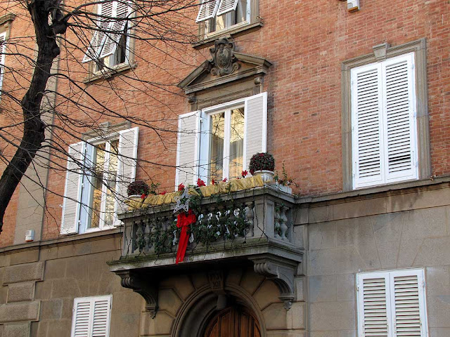 Balcony with Christmas decorations, Livorno