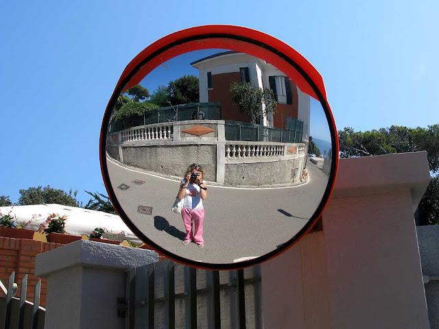 Trillian in a convex mirror, Livorno