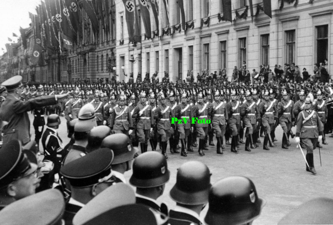 ADOLF HITLER BEST PICTURES: Adolf Hitler Pictures Watching Parades and Marching Soldiers