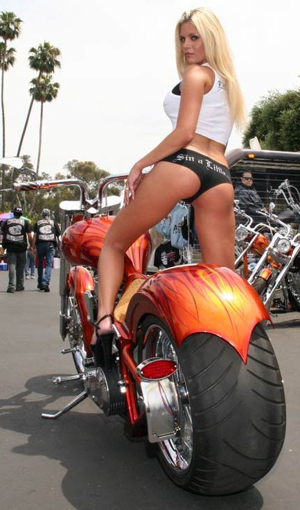 Choppers Around The World Chicas Sexys Posando
