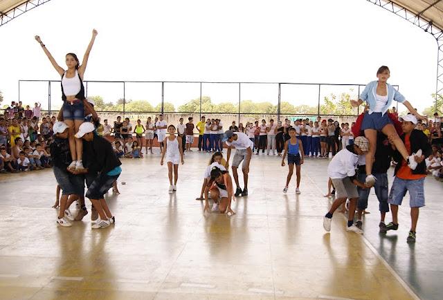 Resultado de imagem para Foto da escola Alipio Rodrigues de Oliveira em Russas