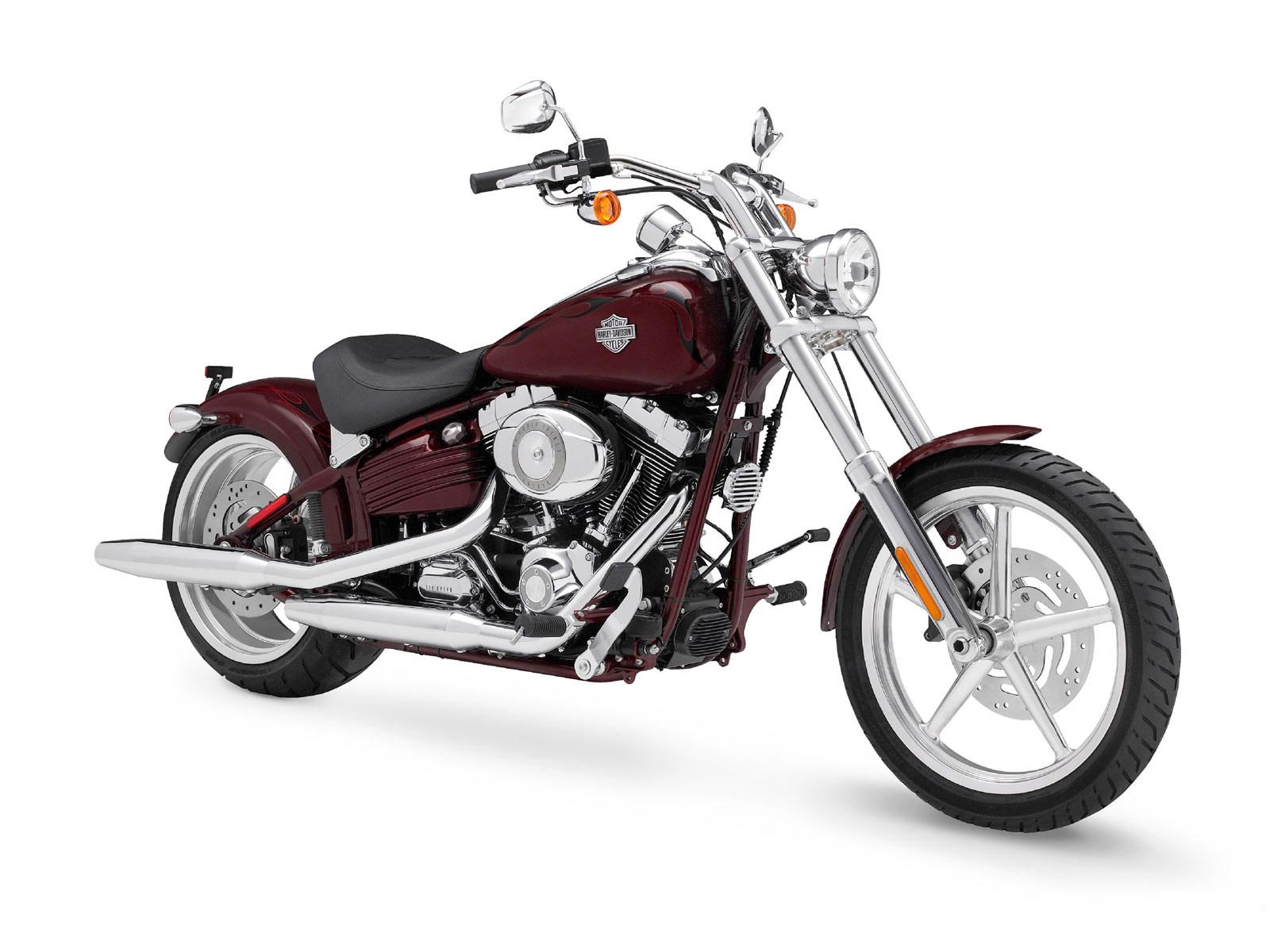 Harley Davidson FXCWC Rocker C Modifikasi Dan Spesifikasi Motor