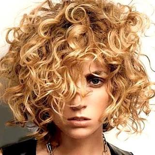 Tagli capelli lunghi con permanente