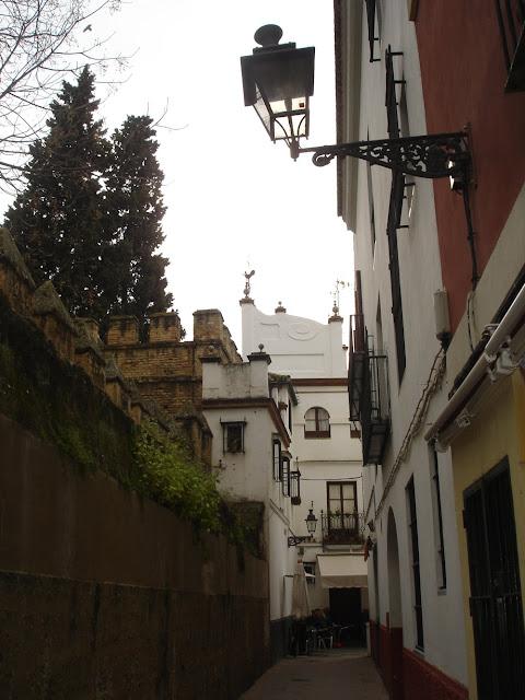 plaza-de-santa-cruz