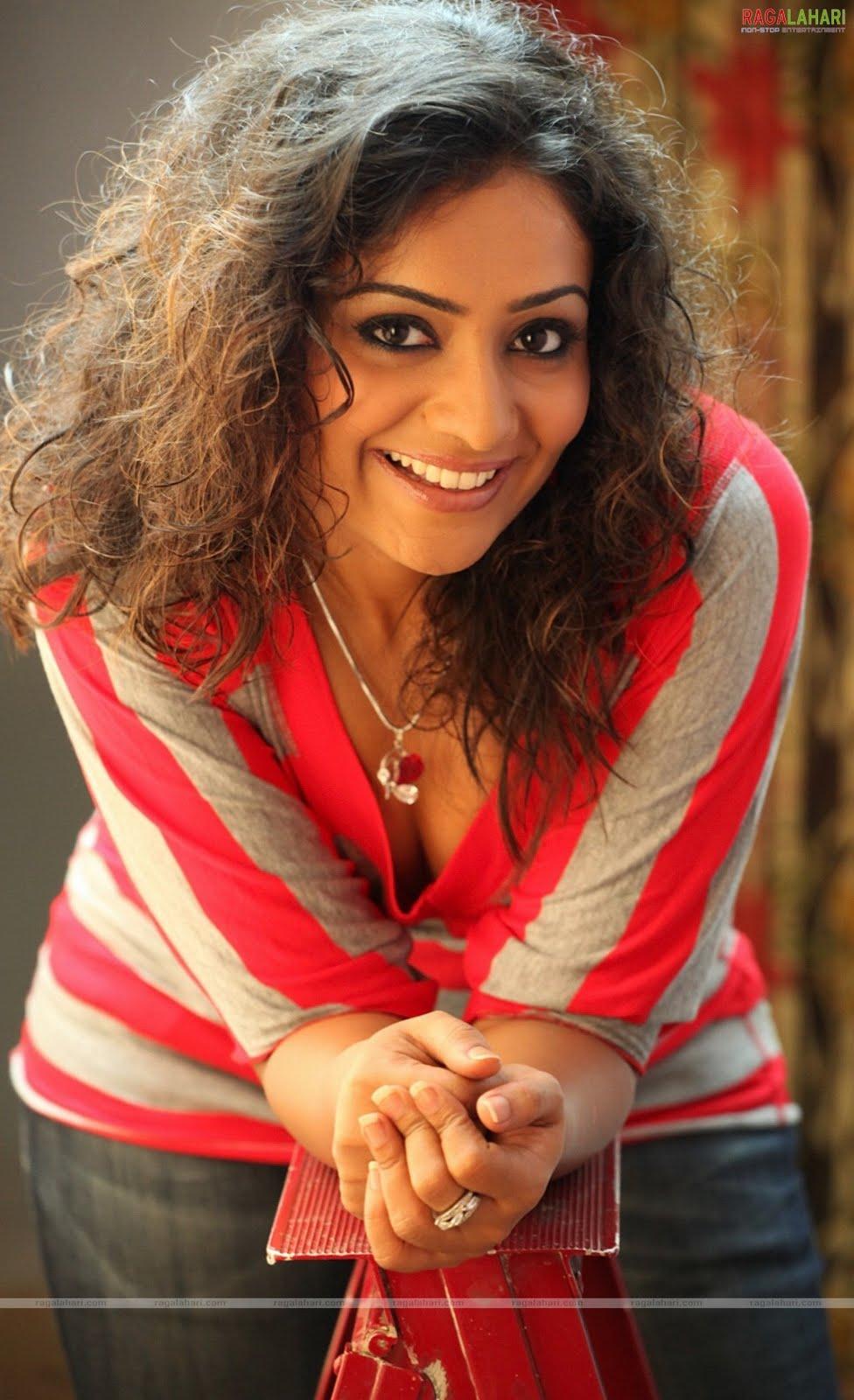 Meera Vasudevan Hot Gallery