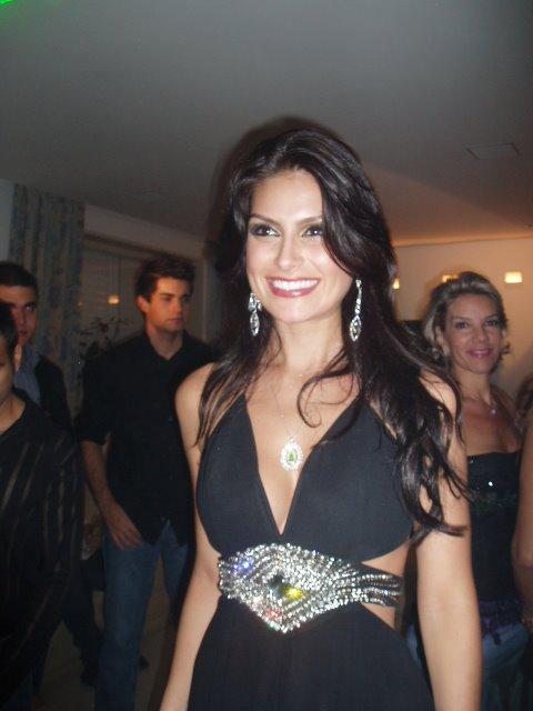 Resultado de imagem para Por muito pouco o Brasil não ganha o concurso de Miss Universo, mas a mineira Natália Guimarães ganhou seu lugar no coração dos brasileiros.