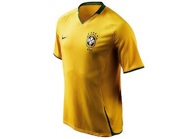 0e50918ac7 O novo uniforme da seleção brasileira chega às lojas dia 21 de novembro. O  preço sugerido da camisa de jogo é R  250