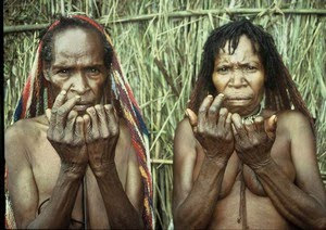tradisi aneh papua