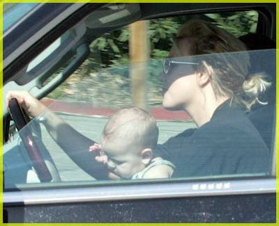 britney_spears_driving_1.jpg
