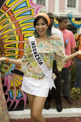 Koleksi Foto Seksi Bikini Zivanna Letisha Siregar Presenter SCTV