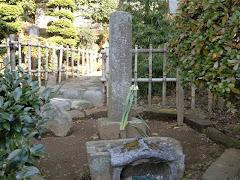 名馬鬼鹿丸の墓