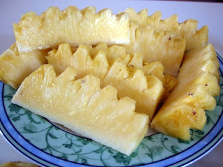 how to peel pineapples
