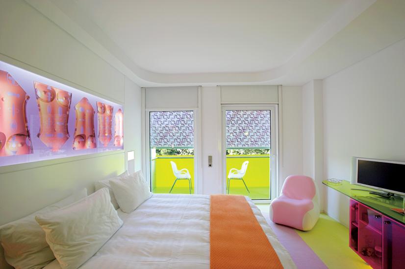 Where i lay my hat design hotel in greece semiramis for Design hotel greece
