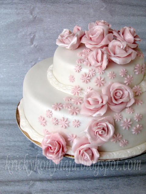 emeletes születésnapi torták Kricky konyhája: Rózsás emeletes emeletes születésnapi torták
