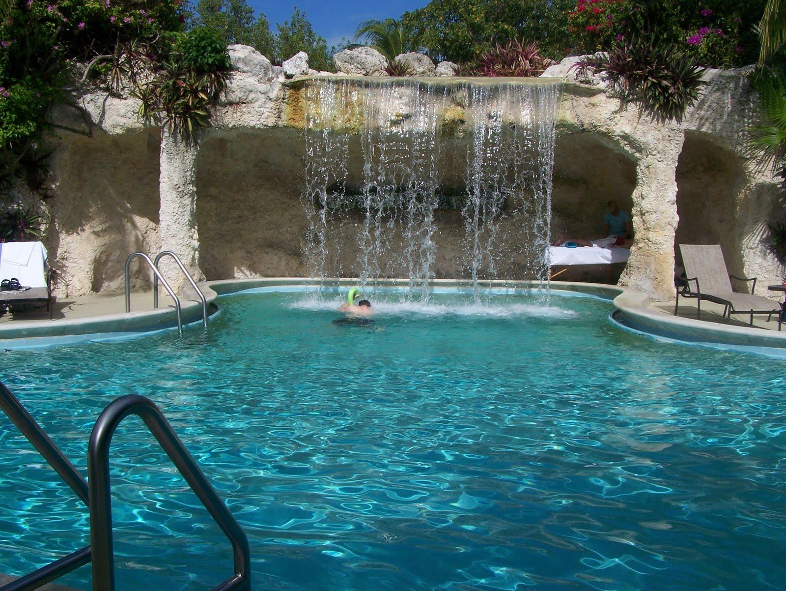 Travel Reviews & Information: Key Largo, Florida -- Hilton Resort