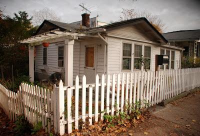 White Picket Fence Bungalow Garden Brighton Beach S