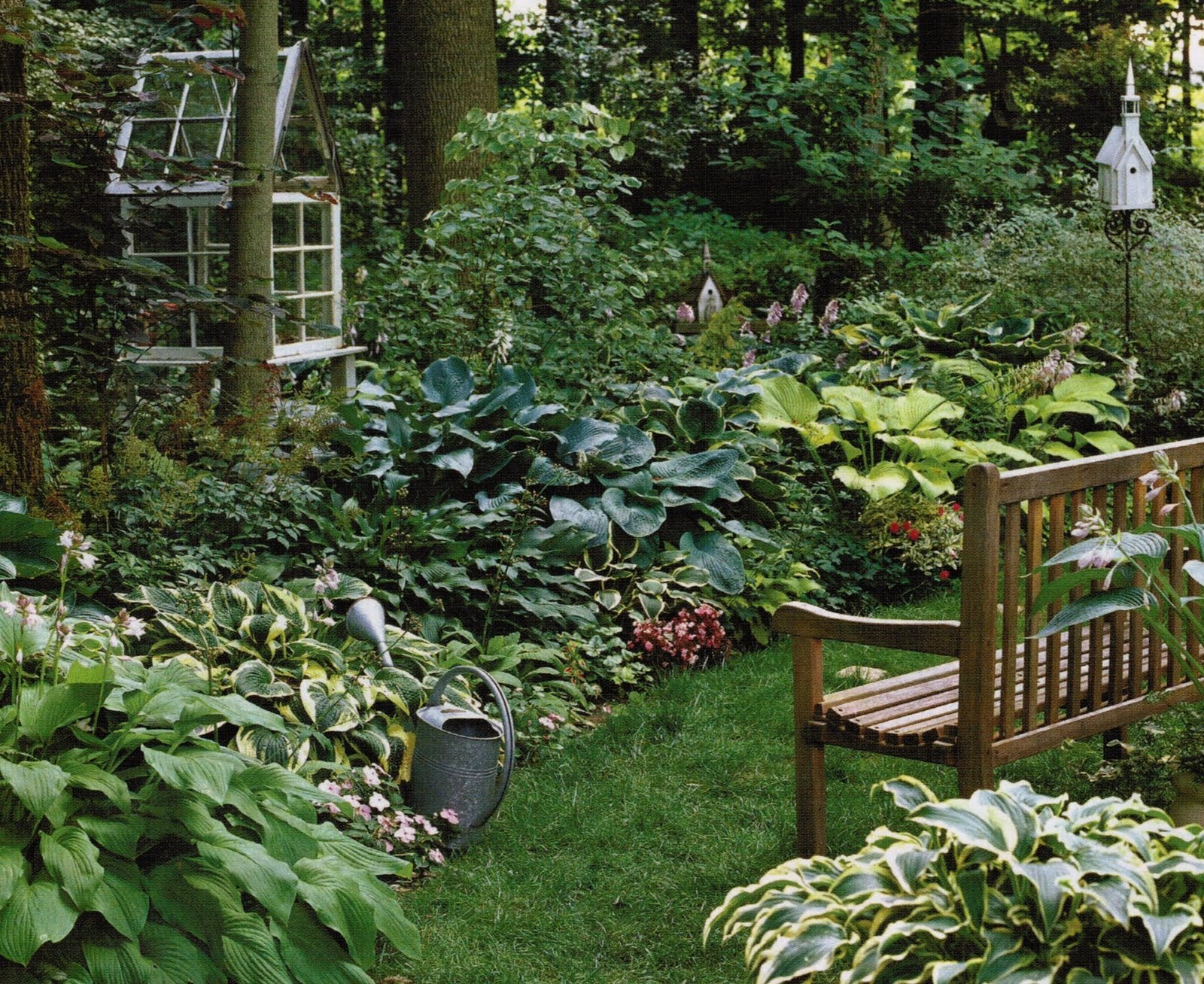 Maison Decor: A petite garden conservatory made out of old