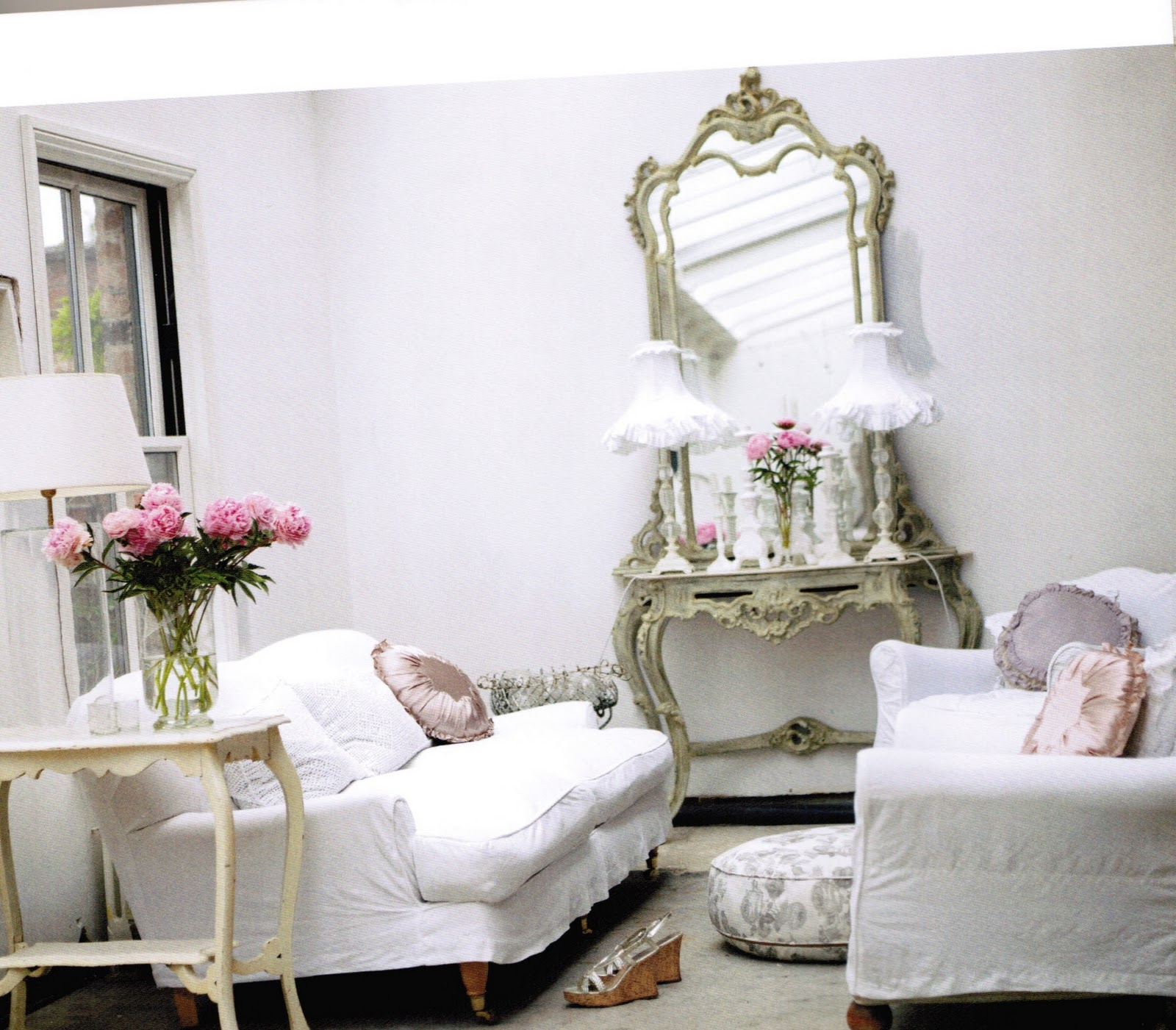 maison decor romantic style book giveaway. Black Bedroom Furniture Sets. Home Design Ideas