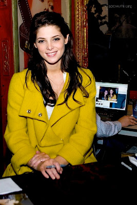 Ashley Greene in Yellow, Ashley Greene in Yellow pics, Ashley Greene in Yellow photo, Ashley Greene in Yellow photos, Ashley Greene in Yellow picture, Ashley Greene in Yellow pictures
