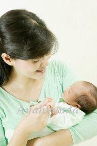 Toko B@YIKU: Tips: Bagaimana Gendong Bayi yang Benar?