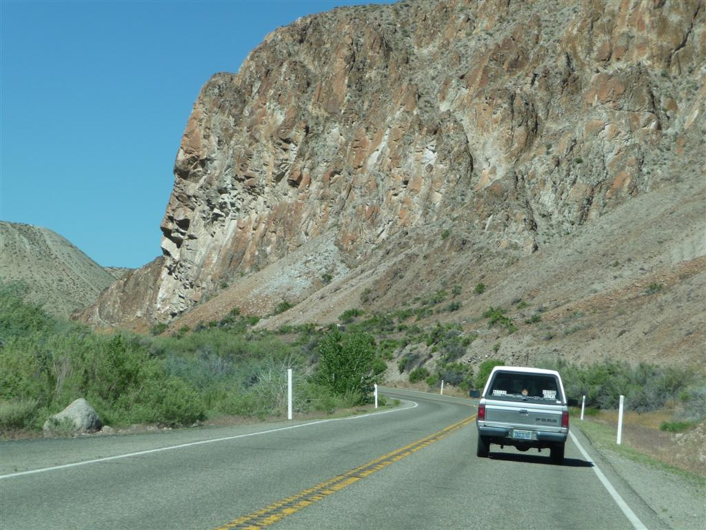Skid and Sandy On The Road: Fallon Nevada to Topaz Lake Nevada