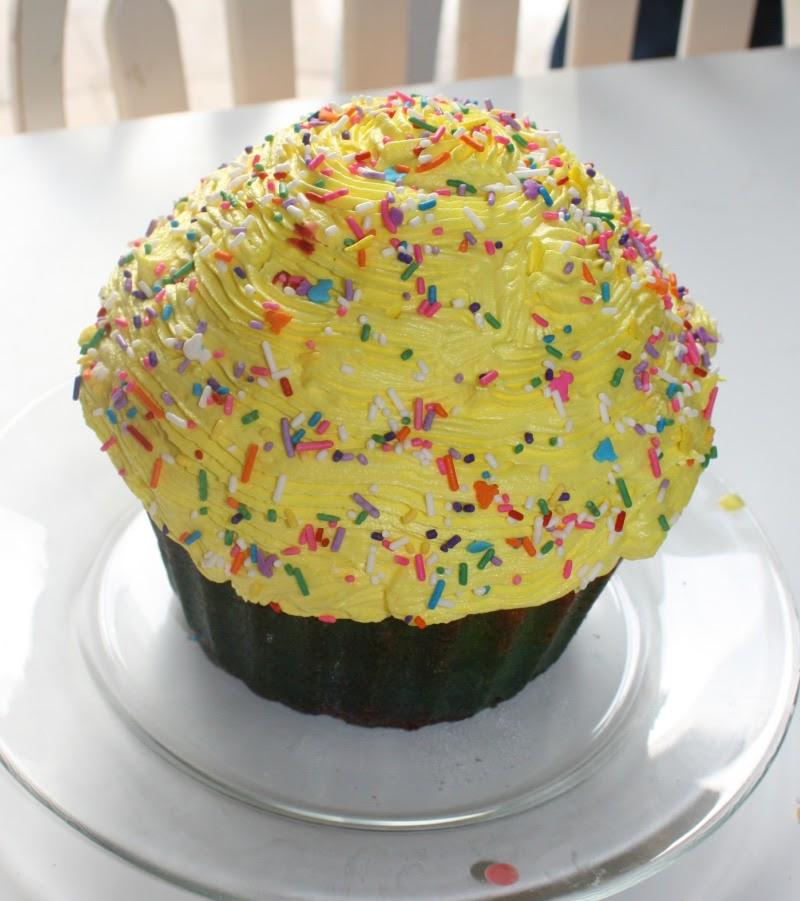 Big Cupcake Cake Price