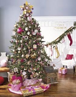 Согласно древней легенде, ель - символ Рождества благодаря божественным...