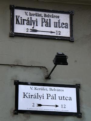 Alibi Cafe, Budapest, belváros, V. kerület, Károlyi Mihály utca, Kiadó kocsma,  étterem, Citadella Restaurant,  utcanévtábla, adomány