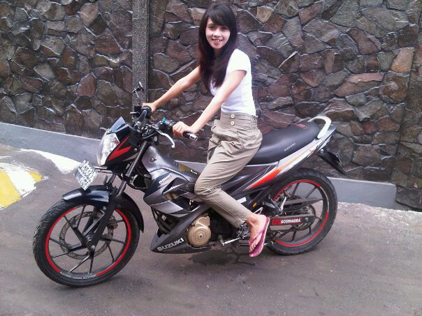 Motorcycle Review's: Satria F 150 2008 Silver With Nice Girl