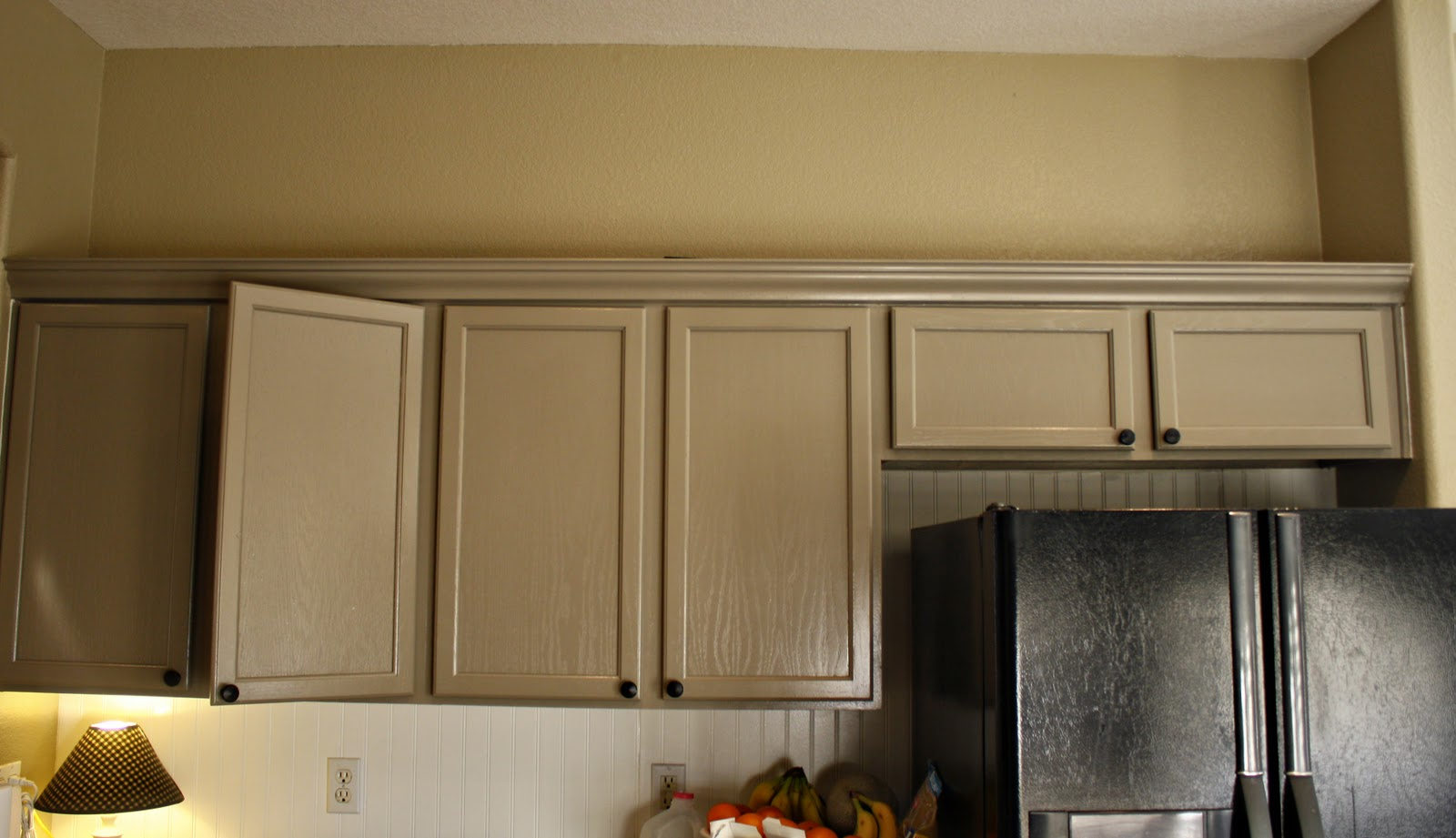 Decorative Plates above Kitchen Cabinets